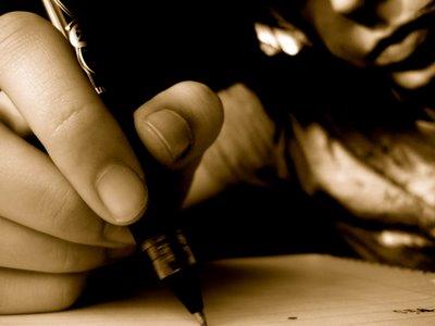 Resultado de imagen de escritor escribiendo poemas