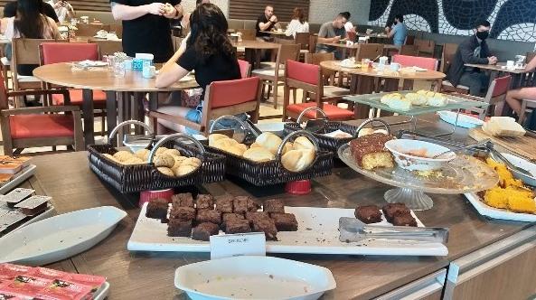 Delicioso café da manhã no Ramada Hotel Recreio Shopping