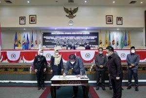 Gubernur Arinal dan DPRD Lampung Tandatangani Reperda Tentang Perubahan APBD Tahun Anggaran 2021