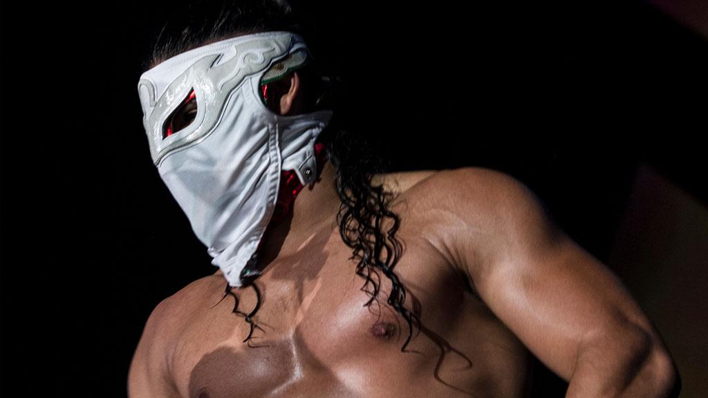 Bandido renova com a ROH