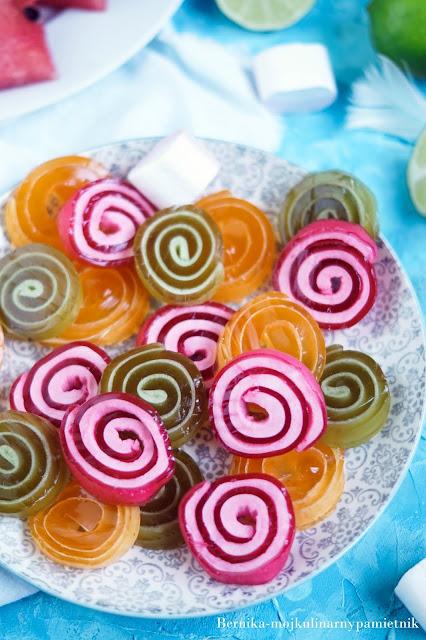 galaretki, dzieci, deser, słodycze, bernika, slimaczki, kulinarny pamietnik,marshmallows