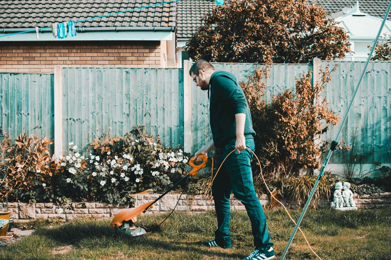How to Easily Keep Your Garden Trimmed