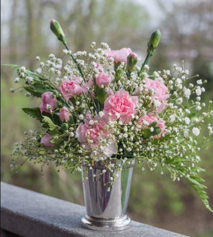 Cách cắm hoa trang trí phòng khách theo mệnh phần 2
