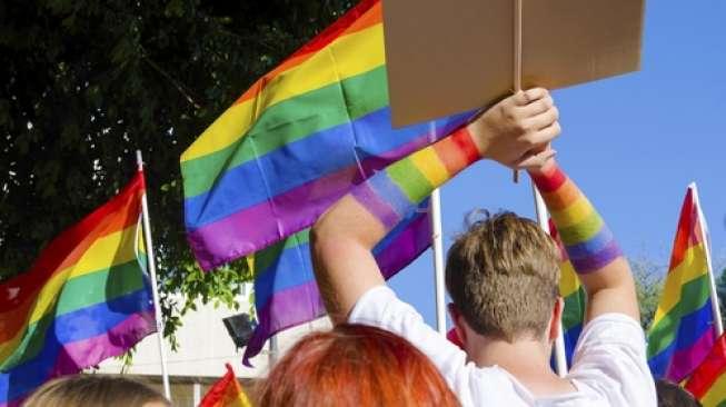 Pemimpin Agama Bilang Covid Sebagai Hukuman Tuhan Bagi Kaum Gay, Para Pegiat LGBT Murka