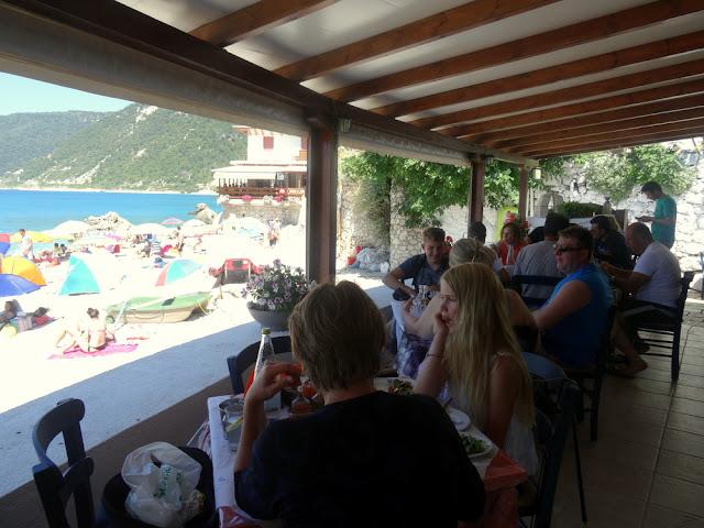 Lefkada, Greece: Lunch on Agios Nikitas Beach at Sapfo Taverna