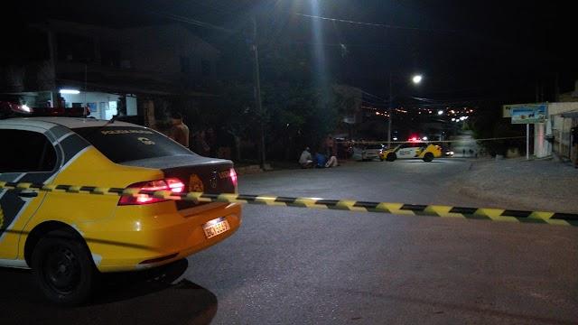 Rapaz é executado ao lado de casa após ser chamado por atiradores em motocicleta em Colombo