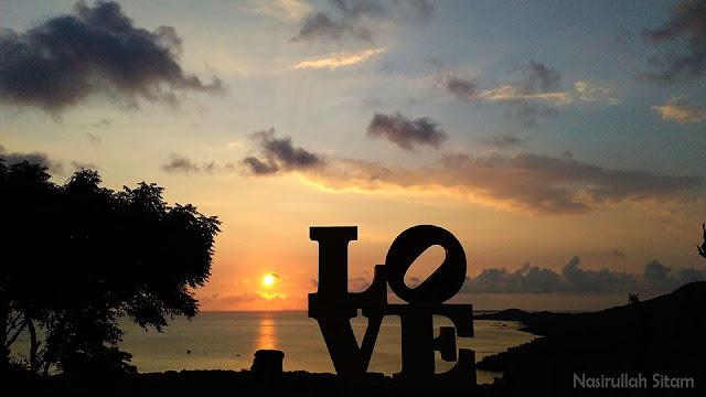 Senja di Bukit Love Karimunjawa
