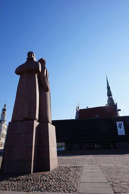 tres fusileros letones
