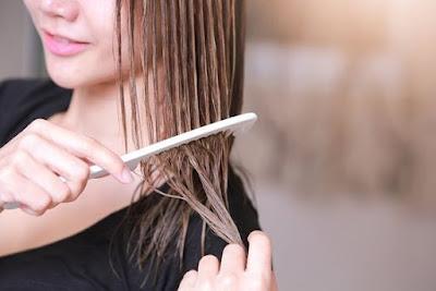 combing hair  //pin.it/ylg2r6ve37vuju