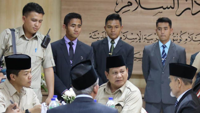 Prabowo Kunjungi Ponpes Gontor, Minta Saran untuk Pilpres