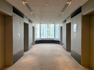 Lift lobby comprising six elevators