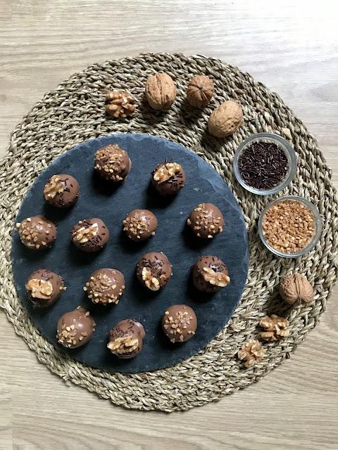 TRUFAS DE DULCE DE LECHE CON COCO, GALLETA Y CHOCOLATE ¡Un postre fácil y delicioso!