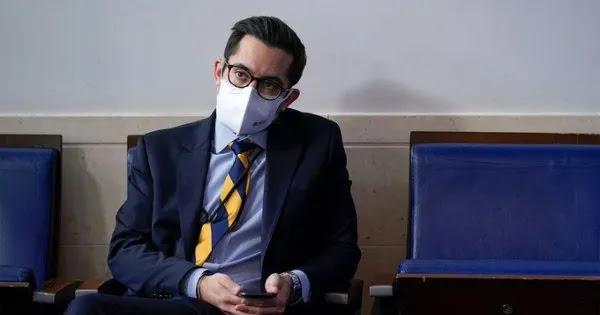 Σε διαθεσιμότητα εκπρόσωπος του Μπάιντεν γιατί απείλησε δημοσιογράφο: «Θα σε εξοντώσω»!