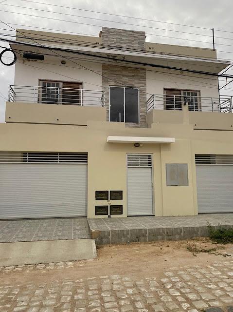 Aluga-se apartamentos na Av. Leovegildo F. Pimenta em Caraúbas