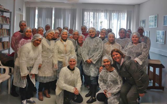 Equipe da merenda escolar de Registro visita fábrica de Alimentos em Louveira