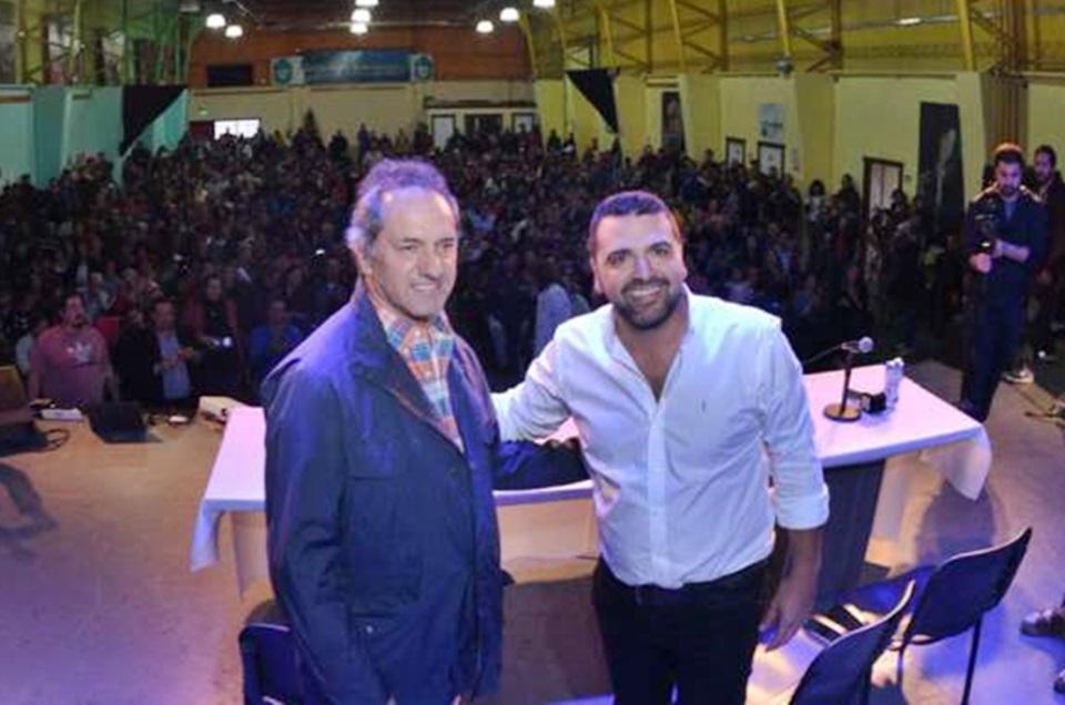 Vuoto-Scioli entregan decretos tierras a okupas