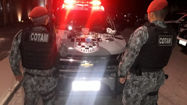 Polícia captura dez pessoas e apreende joias, drogas e arma em festa em Fortaleza