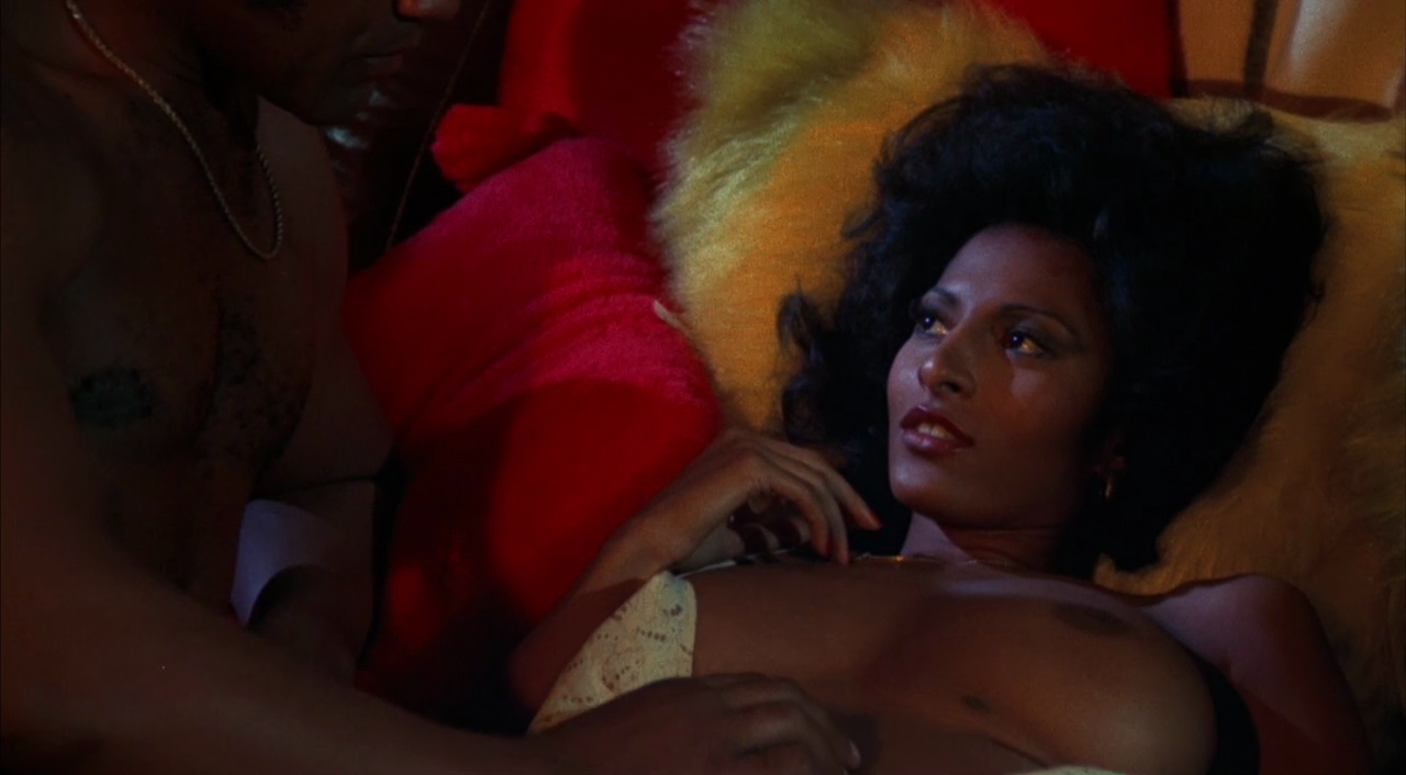 Видео порно фильм девушки в эротическом белье конца ванной