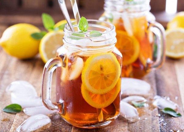 Through the work of iced tea with lemon