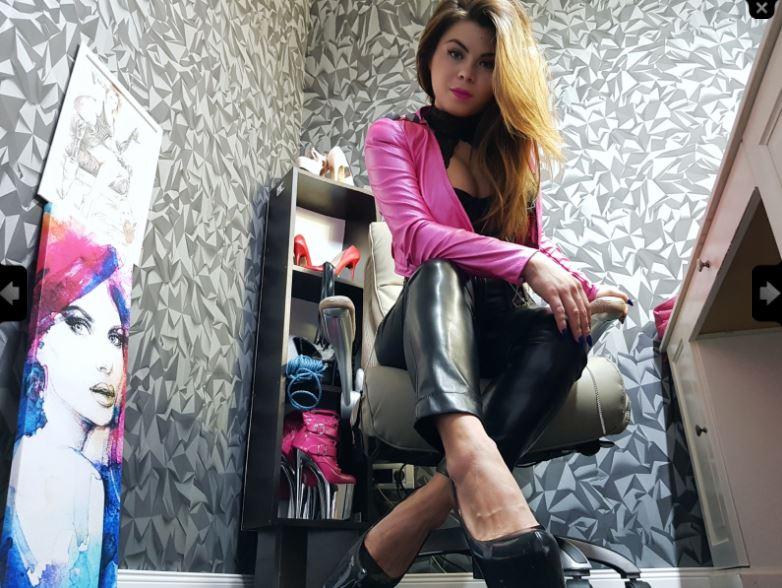 https://pvt.sexy/models/8nps-queen-atena/?click_hash=85d139ede911451.25793884&type=member