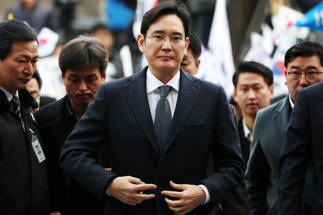 Depois de um julgamento de seis meses sobre um escândalo que derrubou a então presidente, Park Geun-hye, um tribunal decidiu que Jay Y. Lee tinha pago subornos por favores de Park.