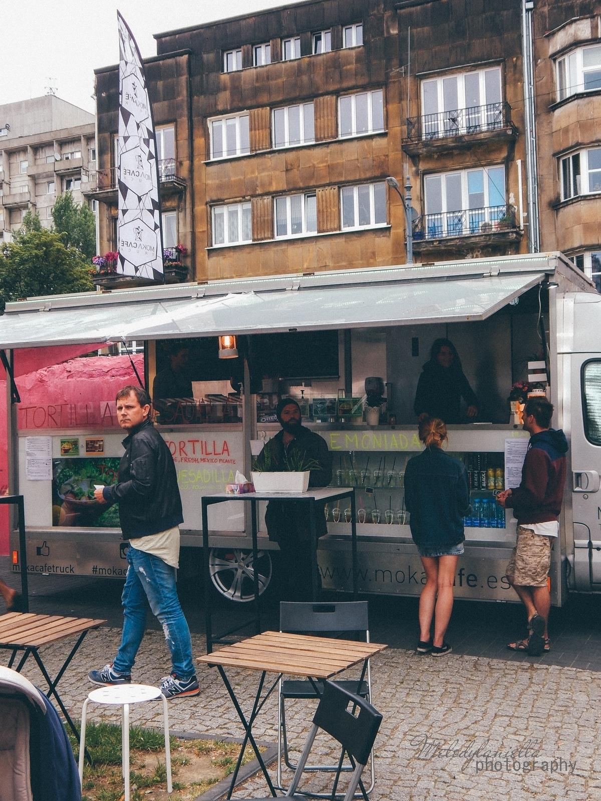 7 XV Łódź Street Food Festival. Uliczna uczta przy Piotrkowskiej 217 before food market lato co zjeść food truck festival łódź bangkok lody tajskie chińskie pierożki na parze baklava tacos kiełbasiarnia kofola