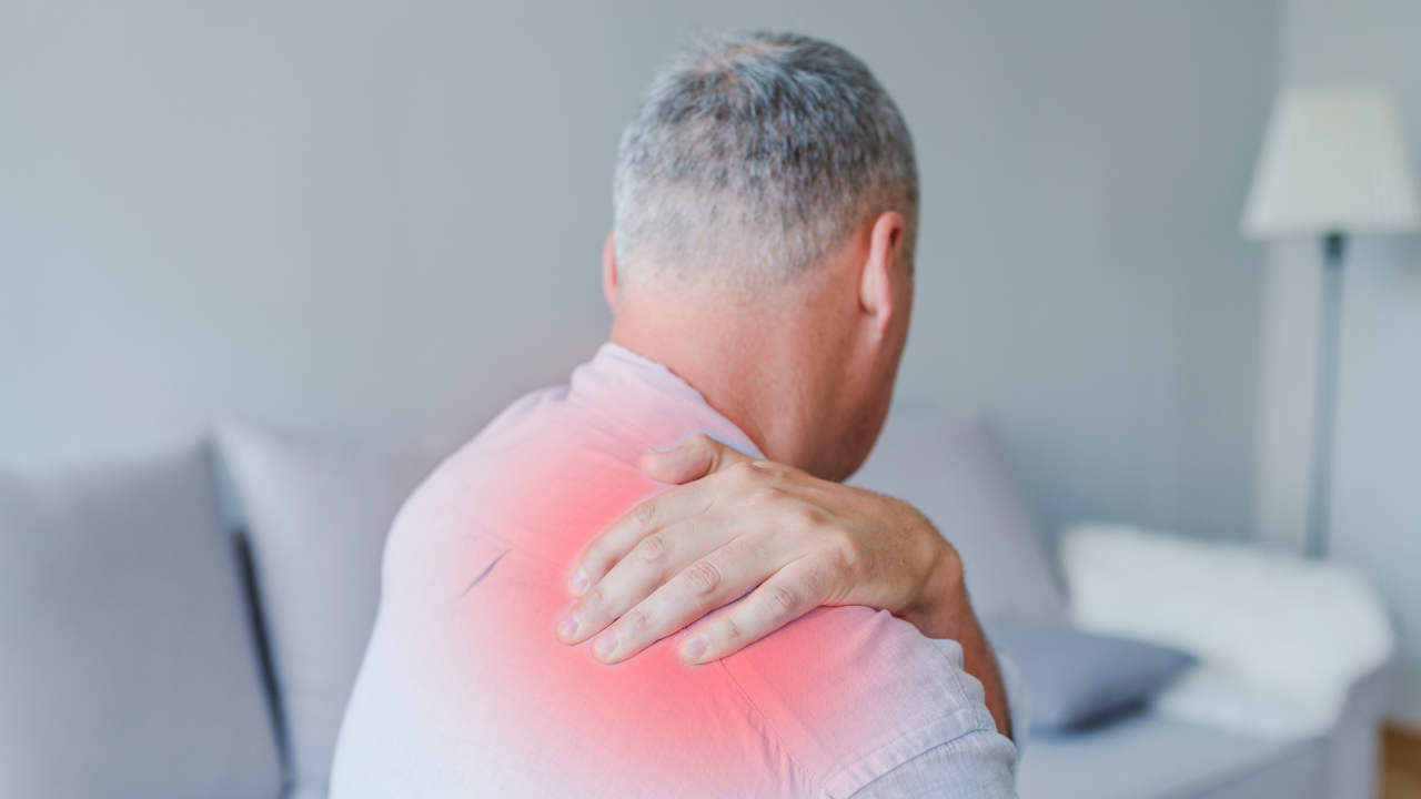 [RESEARCH] Rotator Cuff Tear - Surgery v. Conservative Rehab for 55+ - themanualtherapist.com