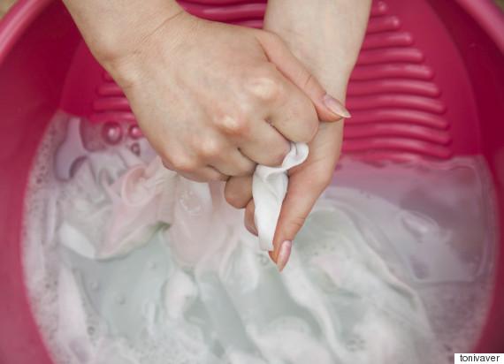 Membuat Pakaian Putih Kusam Kembali Putih Sempurna