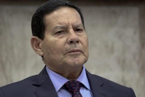 Em artigo, Mourão afirma que estrago institucional atingiu as raias da insensatez e arrasta país ao caos