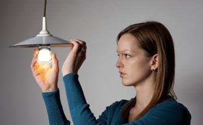 tips cara mengganti lampu rumah dengan aman