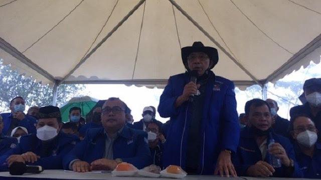Petir Menggelegar Saat Konpers di Hambalang, Max Sopacua: Tuh Kan, Setuju Dia