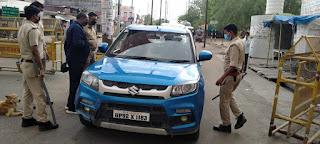 जालौन पुलिस द्वारा क्षेत्र में भ्रमण कर सोशल डिस्टेंसिंग का पालन करने की अपील Jalaun police visit the area and appeal to follow social distancing      संवाददाता, Journalist Anil Prabhakar.                 www.upviral24.in