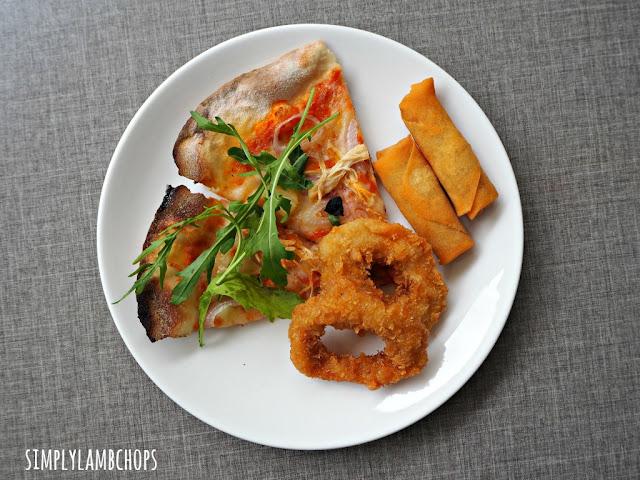 Sandbank Lunch Buffet: Thin-crust pizza and finger food
