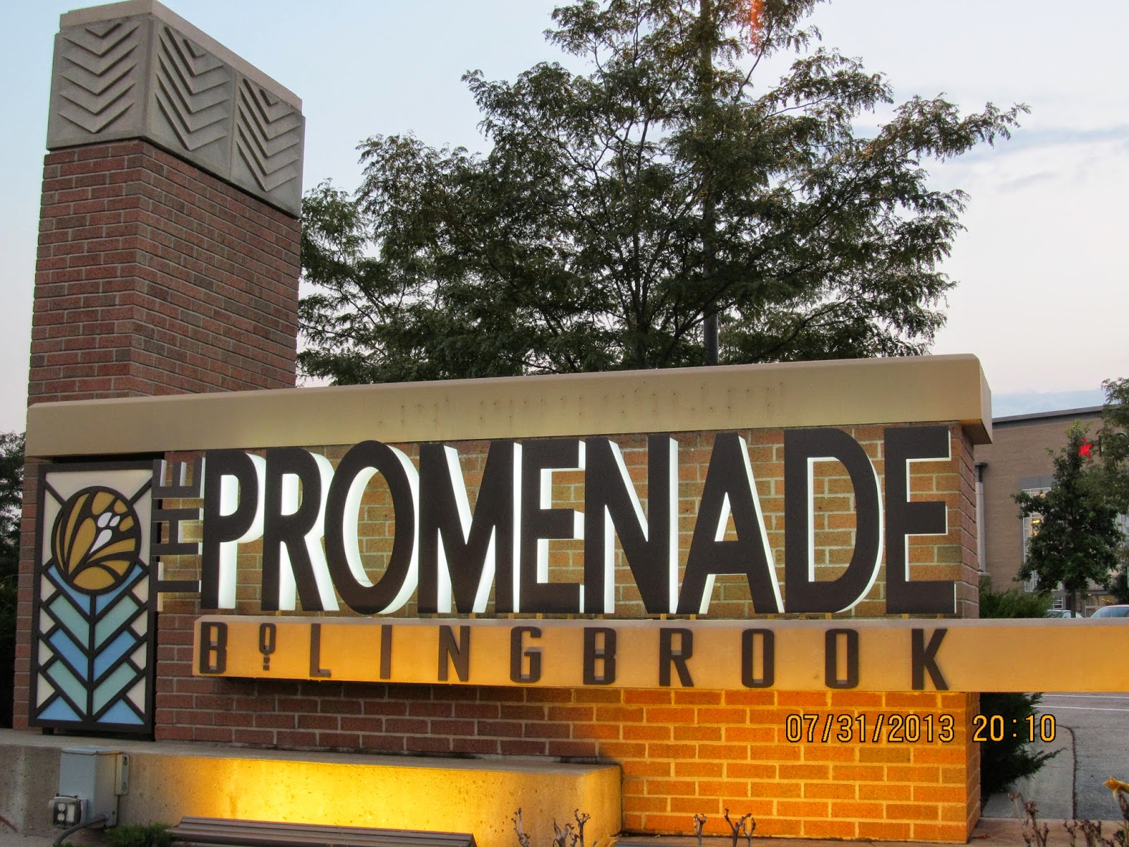 The Promenade Bolingbrook Is An Outdoor Ping Center In Il 45 Minutes Outside Of Chicago Via I 355 Or 55 North