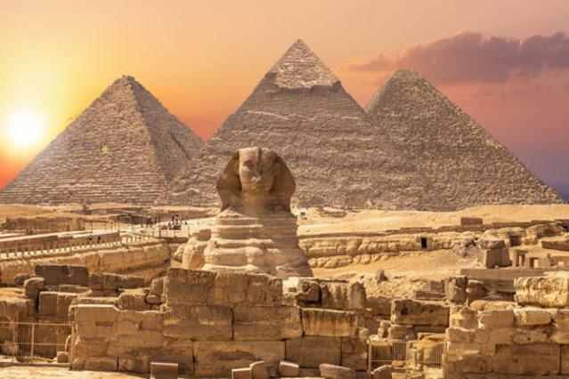 Esfinge e pirâmides
