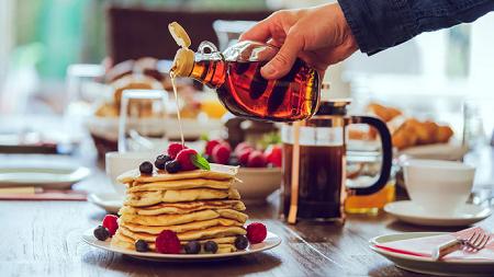 ما هو شراب القيقب Maple Syrup : صحي أم غير صحي؟|شراب القيقب|Maple Syrup|ما هو القيقب|فوائد عسل القيقب|أضرار القيقب|هل شراب القيقب مفيد|هل عسل القيقب صحى|ما هوMaple Syrup|