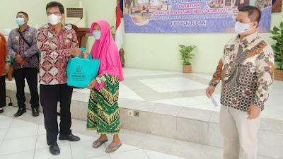 Peringati HUT Ke-76 Provinsi Jatim, UPT BLK Tuban Bagi 236 Paket Sembako