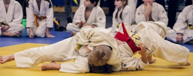 Он кричал «моя голова», а тренер продолжал: 7-летнего ребенка избили до состояния комы на уроке по дзюдо