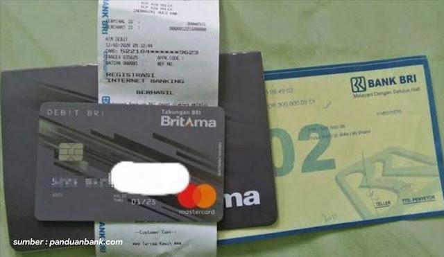buku tabungan dan kartu debit BRI
