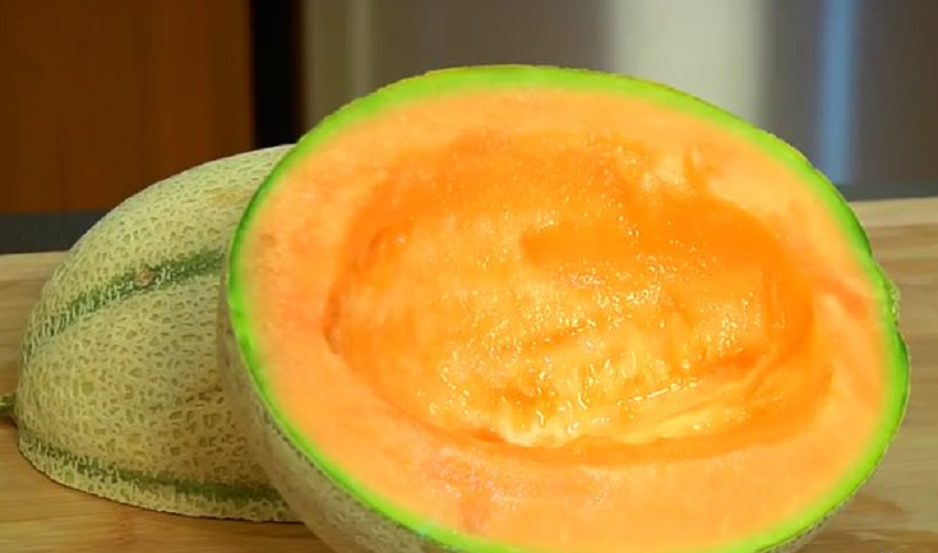 Tanza Erlambang Update What Kinds Of Foods Have No Effect On Weight Gain A whole cantaloupe that weighs 38.2oz (19.5oz edible) and has an approximate 5 inch diameter is adjudged to be a medium sized cantaloupe, and there are 188 calories in these cantaloupes. tanza erlambang update