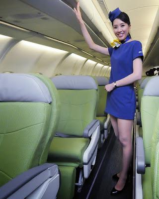 Pramugari jepang Seksi dan hot di cabin pesawat