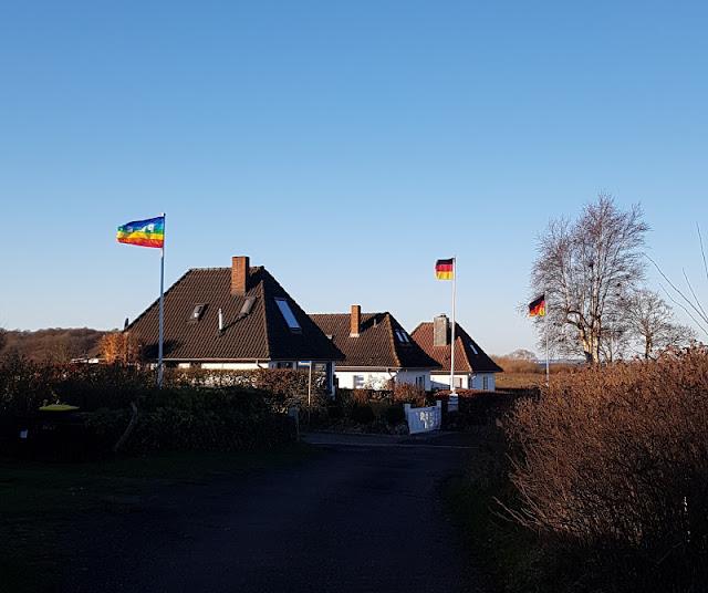 Küsten-Spaziergänge rund um Kiel, Teil 5: Jellenbek - Strand - Krusendorf - Jellenbek. Jellenbek ist ein ruhiger Ort mit vielen Ferienhäusern an der Küste von Schleswig-Holstein.
