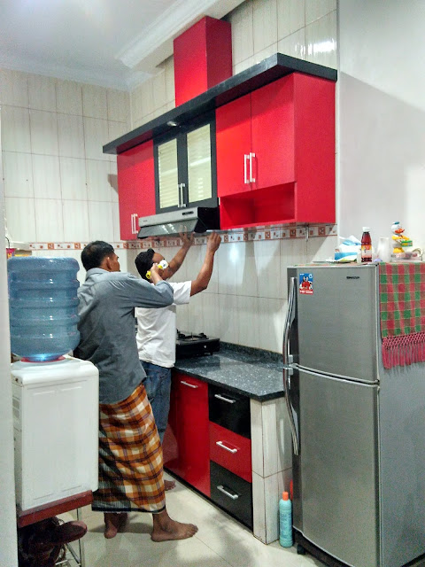 Kitchen set Kombinasi warna merah hitam