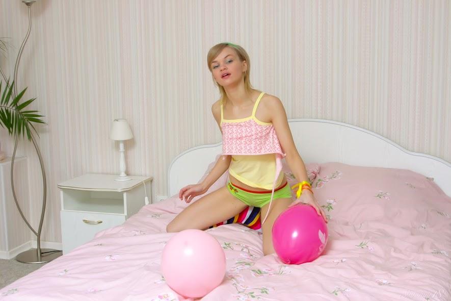 [Stunning18] Cindy B - Balloons - idols