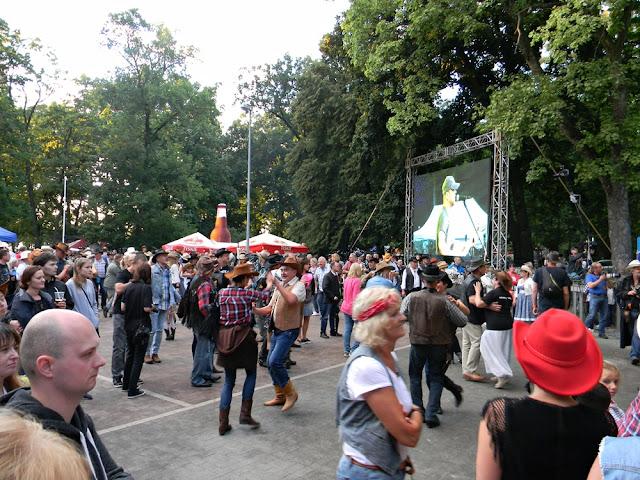 tańce podczas festiwalu country w Wolsztynie