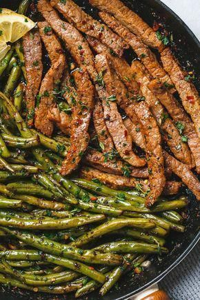 Garlic Butter Steak and Lemon Green Beans Skillet - So addicting! The flavor combination of this quick and easy one pan dinner is spot on! #green #greensmoothie #garlicbutter