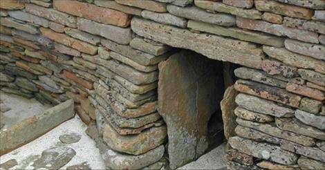 En 1850, un fermier a découvert cette porte cachée. Ce qu'il a trouvé derrière a surpris le monde entier.