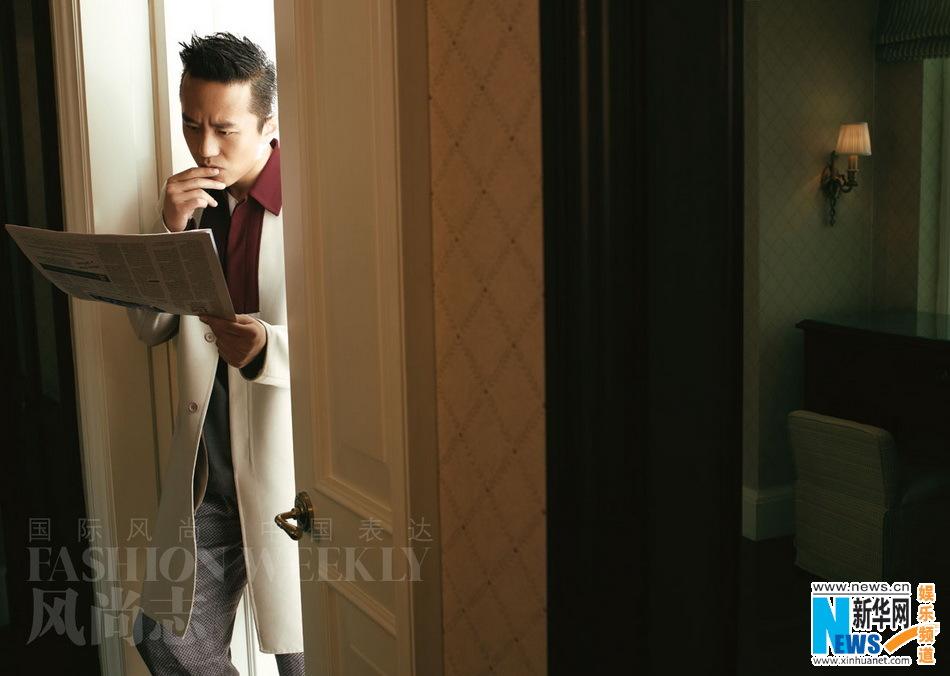 http://1.bp.blogspot.com/-2akmZbwSi6E/UVxv5FxxpBI/AAAAAAAADCw/38fEtbuU1H8/s1600/20130401+Deng+Chao+Fashion+Weekly+02.jpg