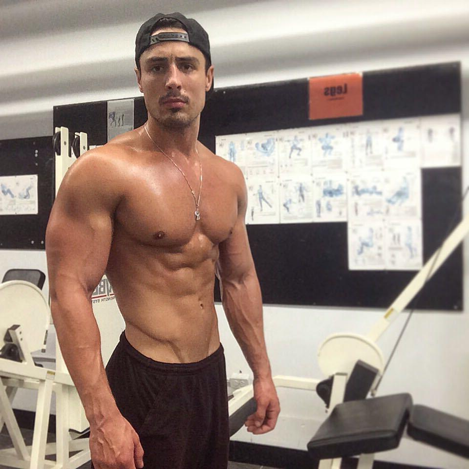 sexy-shirtless-muscle-biceps-man-rob-monroe-pictures