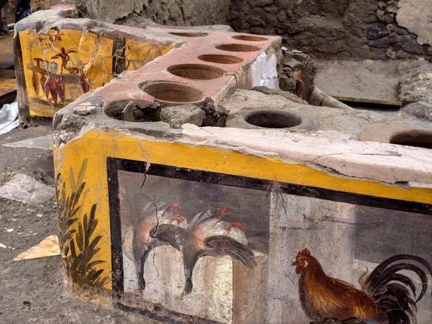 """Arqueólogos descobrem uma """"lanchonete"""" antiga bem preservada nas ruínas de Pompéia"""